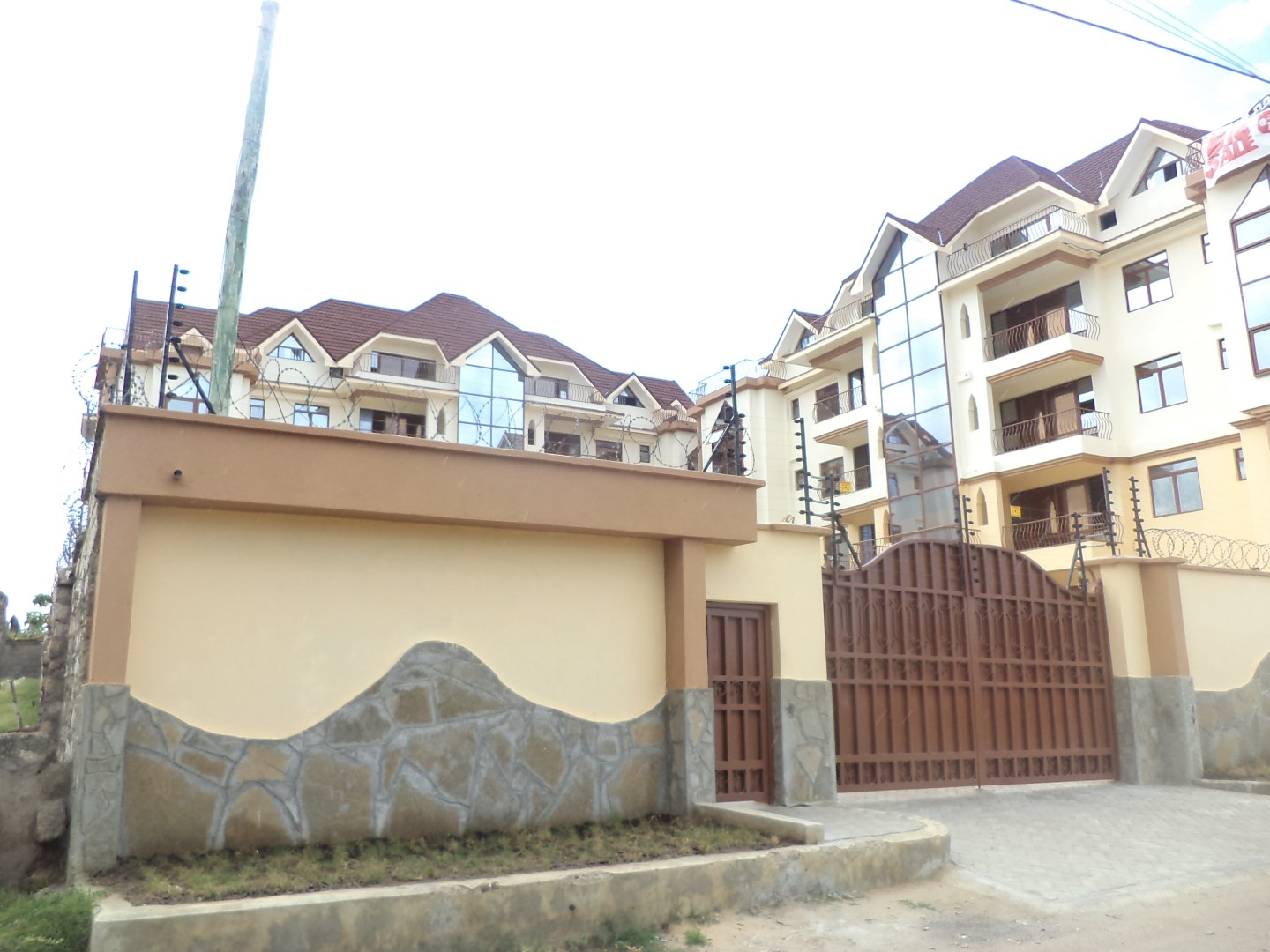 Executive 3 bedroom modern rental apartment with pool and jacuzzi in Nyali