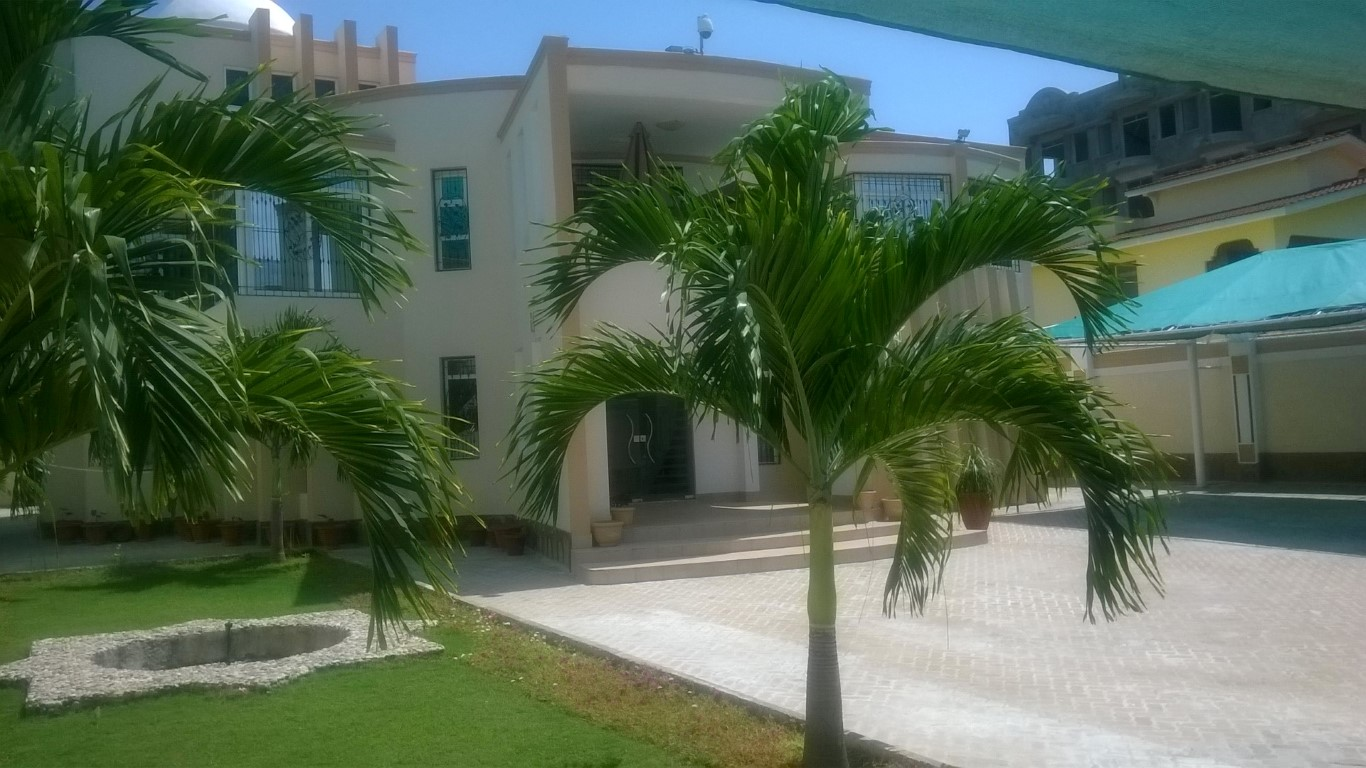 5 bedroom furnished modern house for sale in Nyali