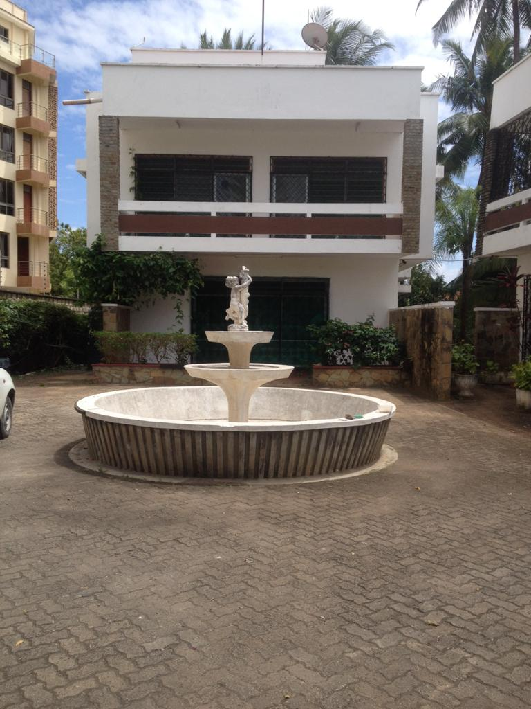 3br house for rent in Nyali next to beach access