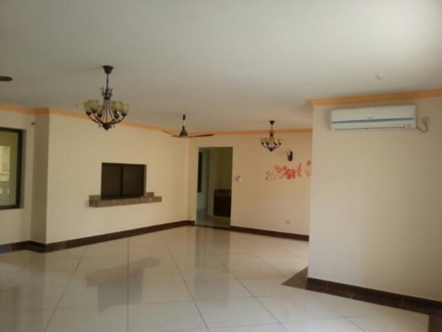 3 br spacious all en-suite apartments for rent in Nyali.