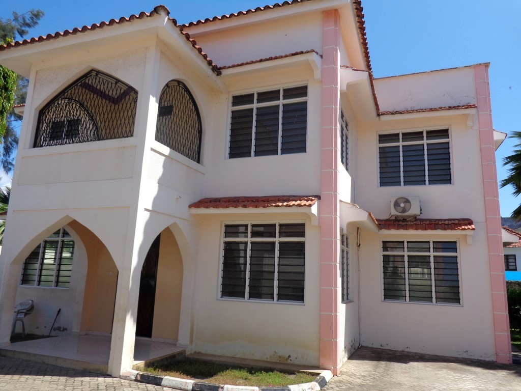 4Br Maisonnette inside shared compound for rent in Nyali