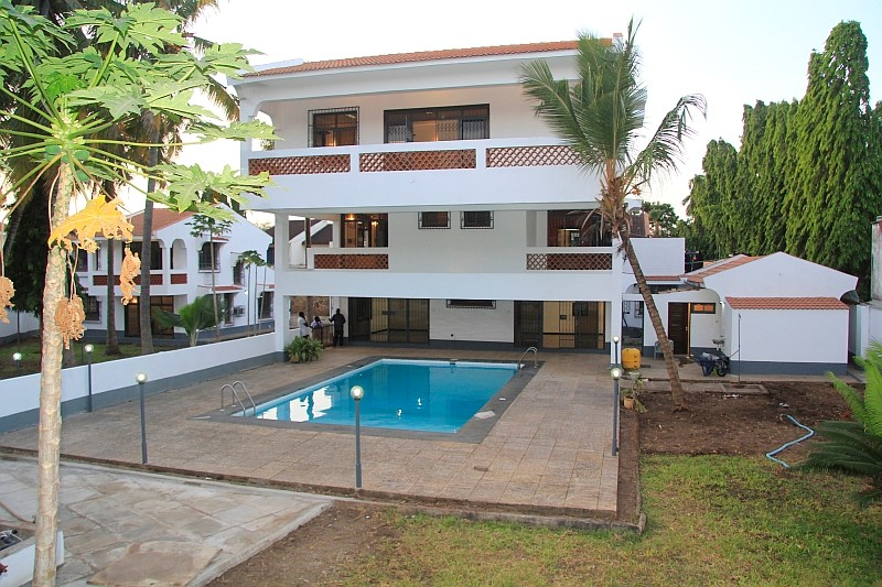 Main 4br plus Guest 3br houses all en-suite for sale in Old Nyali