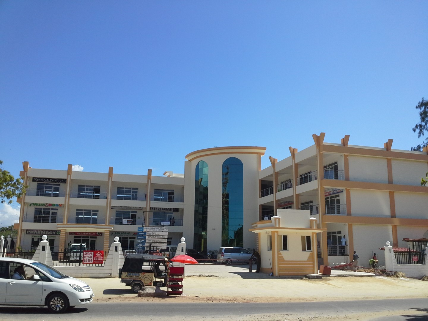 Shop of 630 feet for rent on main Links Rd Nyali