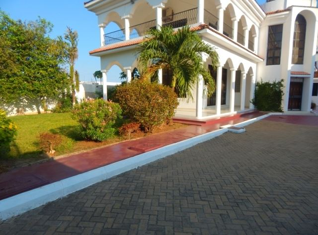 4br grand house with 2br guest wing for rent in Nyali as an office