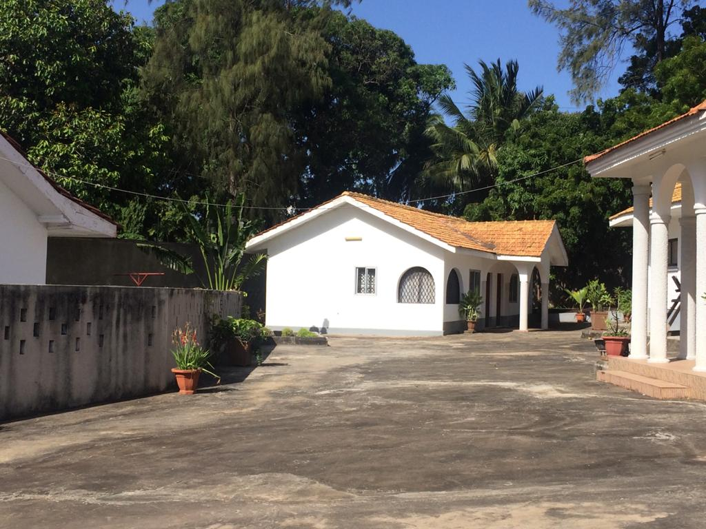 2br furnished House for rent in nyali.