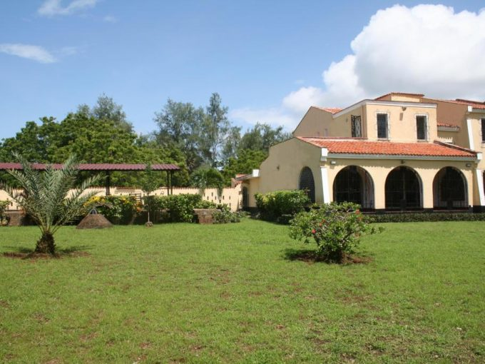 4br house with spacious garden for sale in Nyali