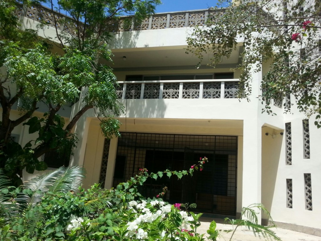 2br furnished beachfront apartment for rent in Nyali