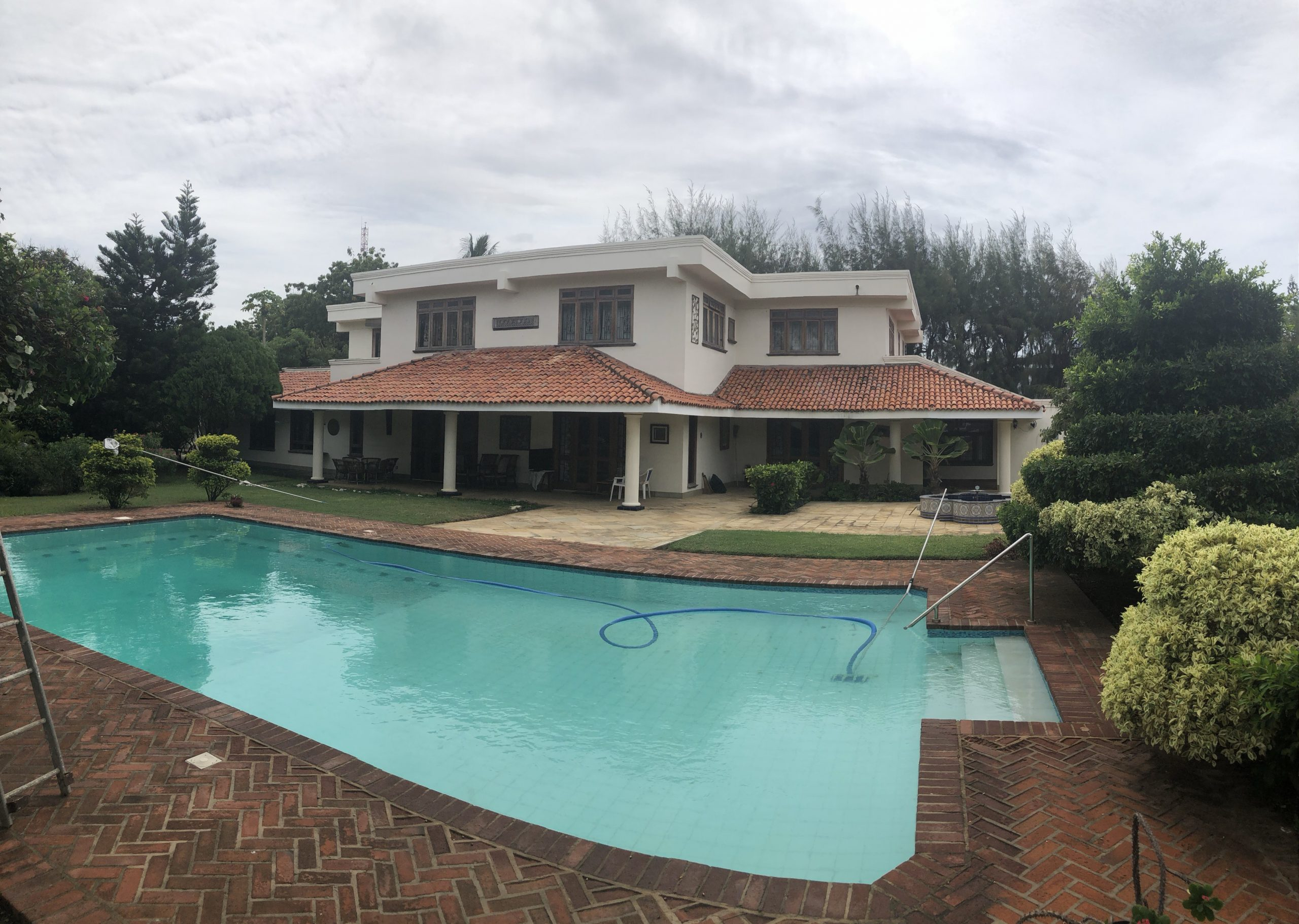Posh 6br villa house on 1acre plot for sale in Old Nyali, Mombasa