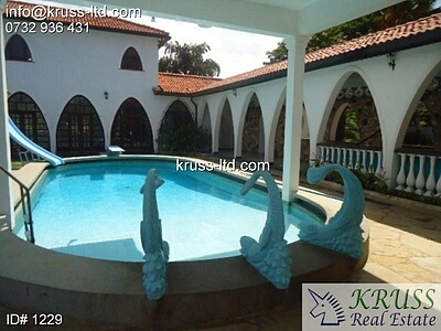 4br beach villa house with 2br guest wing for rent in Nyali.
