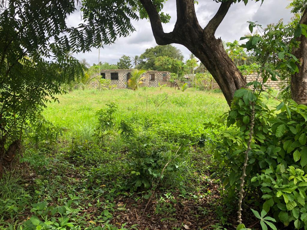 1/8 acre corner plot for sale in kanamai