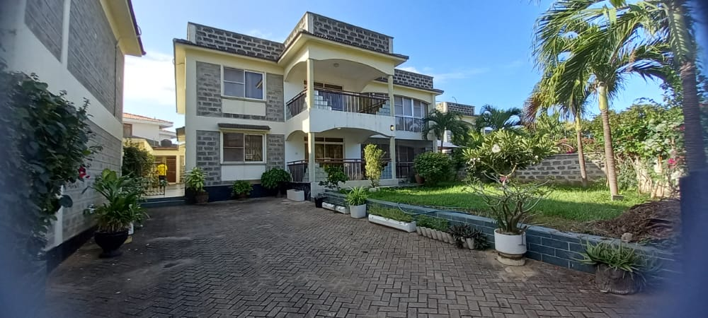 4br Furnished house with SQ for rent in Old Nyali