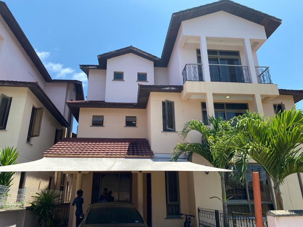 5br house with SQ for sale in Nyali