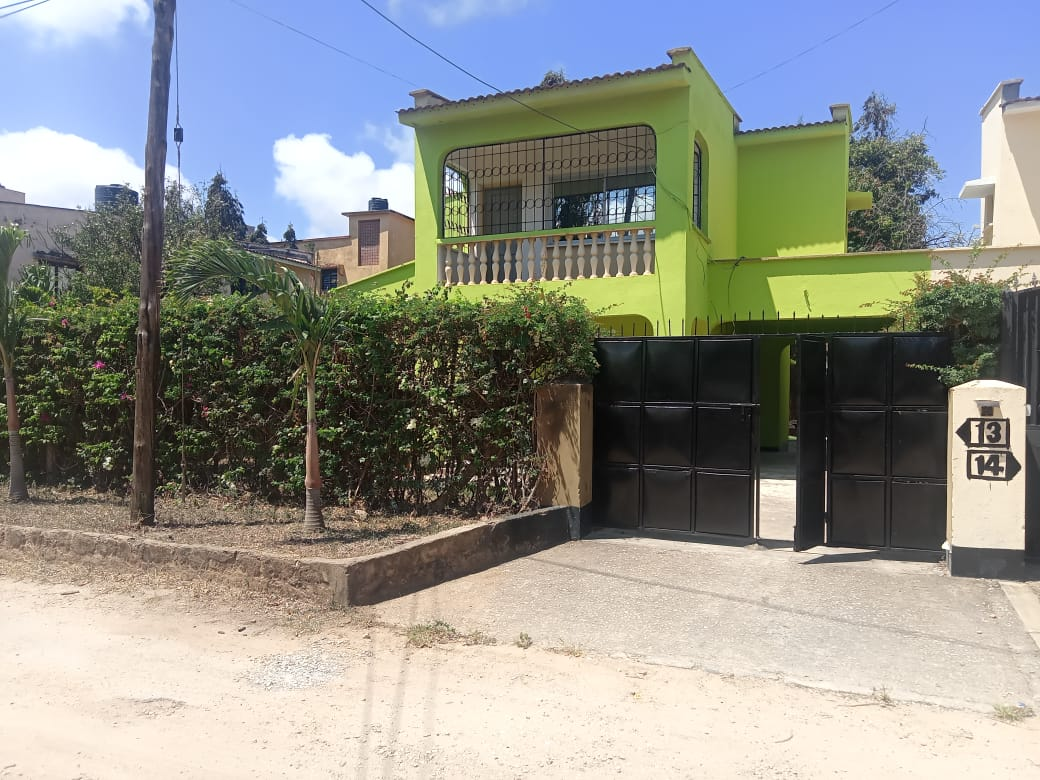 4br house with SQ for rent in Nyali
