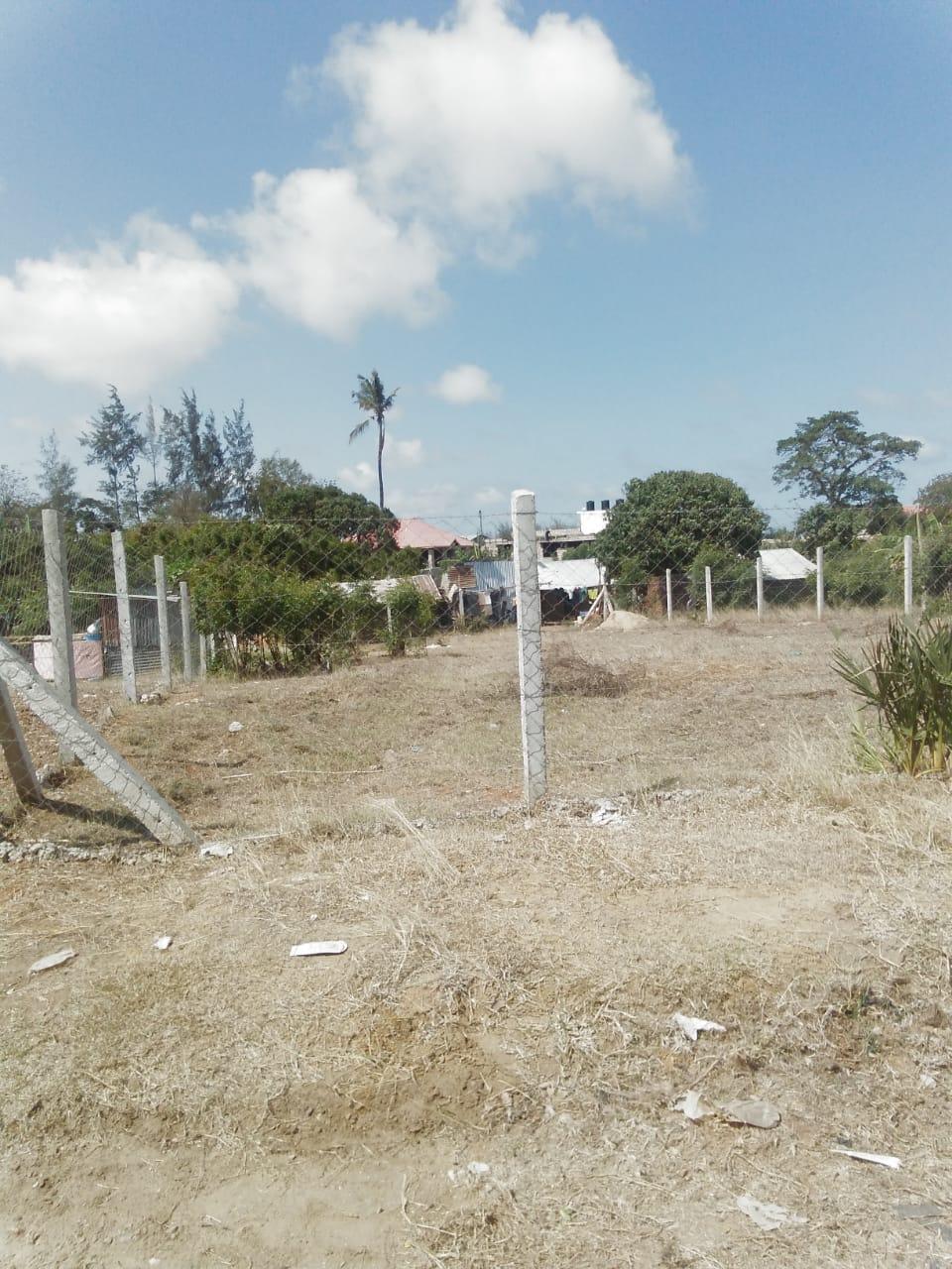 100*100 plot for sale in Bamburi